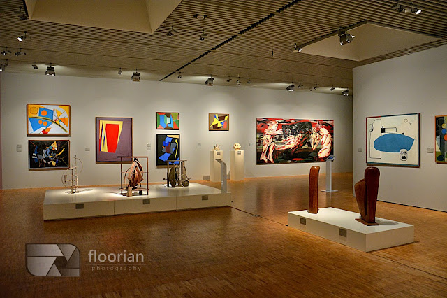 Obrazy i eksponaty w muzeum ARos w duńskim Aarhus