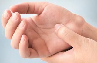 Cara Mengobati Nyeri Sendi Dan Benjolan Pada Pergelangan Tangan