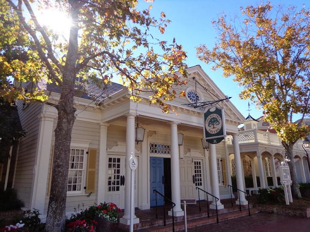 Veja tudo sobre o restaurante Liberty Tree Tavern no Magic Kingdom
