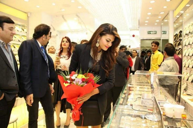 Jacqueline Fernandez, Jacqueline Fernandez Launches Meena Jewellers in Dubai