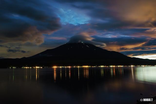 山中湖・夕暮れ時の富士山