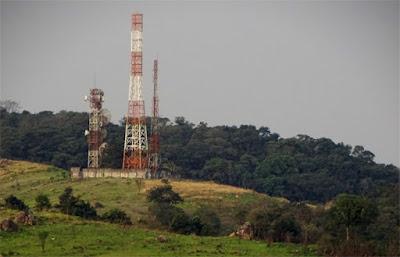 Torres de comunicação no Jardim Bandeirantes vistas a partir da rua Mar Alto