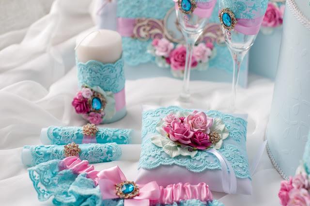 свадебные аксессуары кировград, свадебные аксессуары екатеринбург, свадебные аксессуары невьянск,свадебные аксессуары, свадебный набор, набор в розовом и лазурном, свадебные бокалы, семейный очаг, мастерская лисица, подушечка для колец, свадебная казна, семейный банк, рассадочные карточки, подвязка невесты
