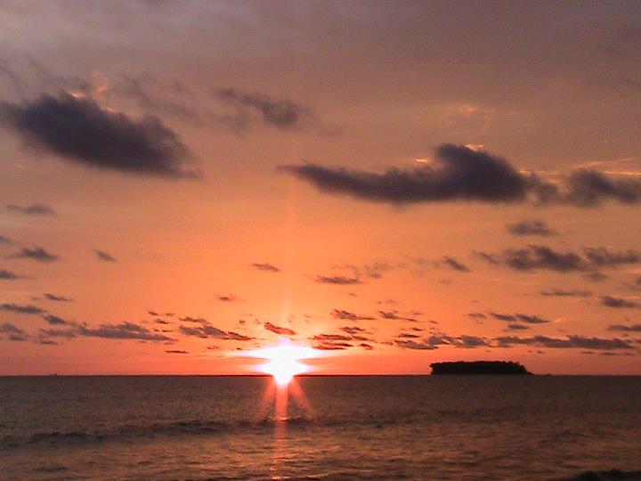 Matahari Terbenam Di Pantai Kata Pariaman