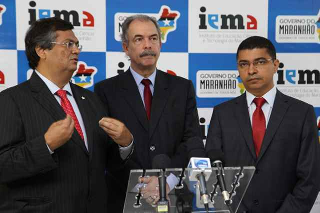 Governador Flávio Dino, Ministro Aloizio Mercadante e Secretário de Estado da Ciência, Tecnologia e Inovação, Bira do Pindaré, durante aula inaugural do Iema. Foto: Fellipe Neiva