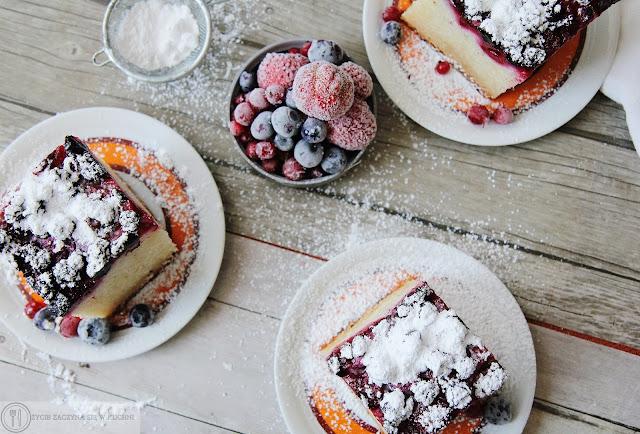Jogurtowe ciasto z miksem letnich owoców, bez użycia jajek