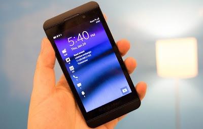 Recientemente hemos visto más de un dos fugas del BlackBerry OS 10 apareciendo. Mientras que muchos usuarios han renunciando a ellas por diversas razones, Bien sea por miedo a dañar el dispositivo o por cualquier otro motivo. Con la fuga de OS 10.2 hemos visto un montón de usuarios contentos al instalar el OS filtrado en Z10, Q10 y hasta Q5. Los amigos de CrackBerry nos traen está guía en ingles (Ya realizamos la traducción) donde nos explican los pasos a realizar. También hemos visto una gran cantidad de usuarios que no están seguros exactamente sobre cómo instalar realmente el