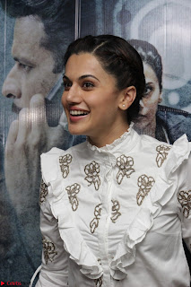 Taapsee Pannu at Launch Of her Training Video And Launch Of New Song Zinda March 2017 011.JPG