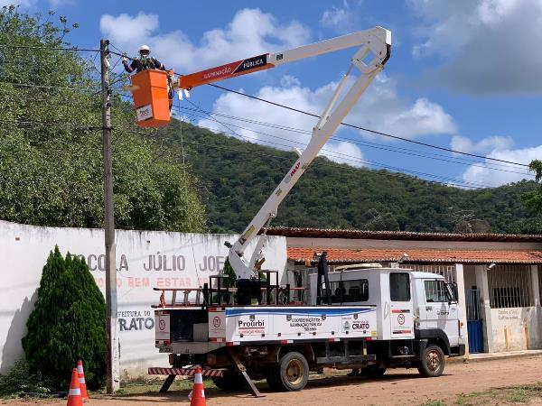 Prefeitura do Crato realiza operação para reparar iluminação pública por bairro