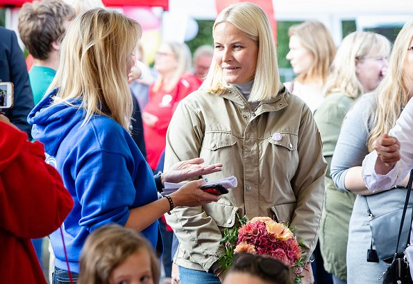 The Crown Princess wore a Greenland jacket by Fjallraven. Princess Mette-Marit wore Fjallraven Greenland Jacket