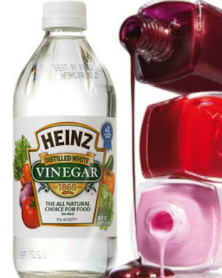 Remove nail polish with vinegar, by Beauty Blogger Barbies Beauty Bits