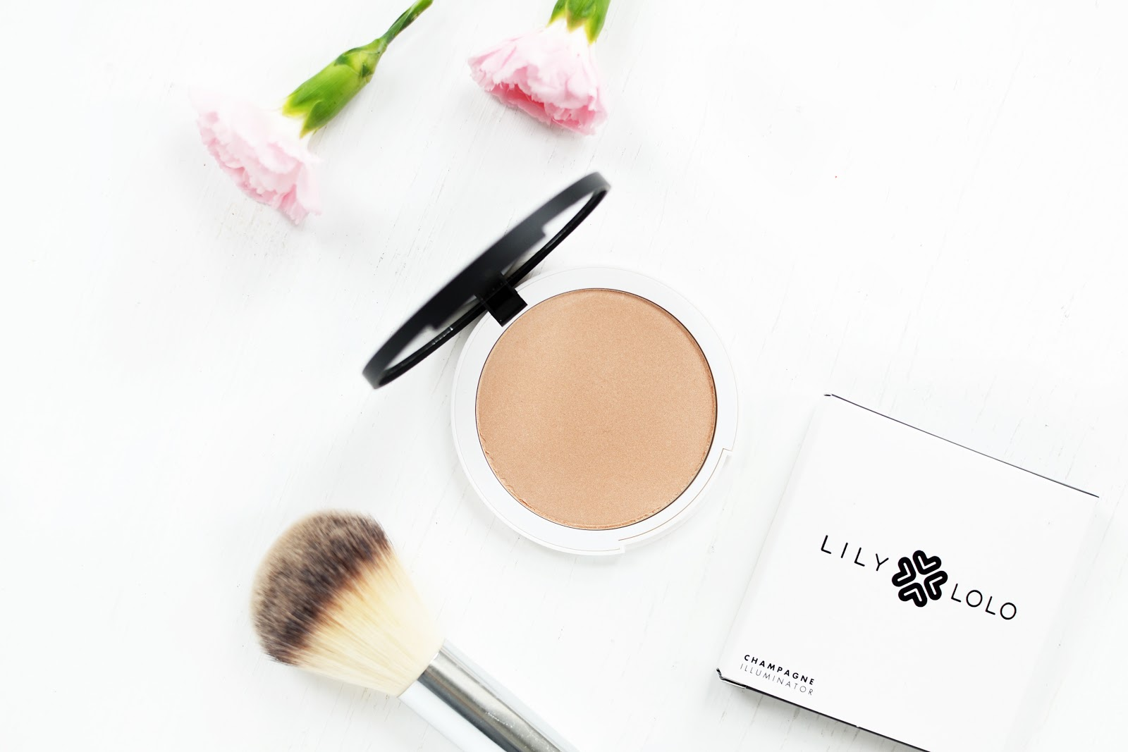 lily lolo pressed illuminator highlighter powder