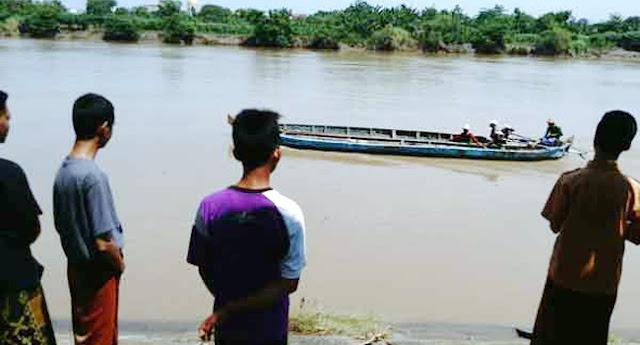 Inna Lillahi, Perahu Terbalik, 7 Santri Langitan Hilang Secara Misterius Di Bengawan Solo