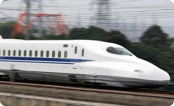 В Японии пригородный поезд отбыл на 20 секунд раньше расписания. Компания извинилась