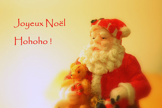 Santa wishing Merry Christmas in French