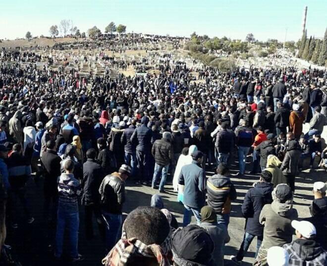 """سكان جرادة يطالبون بمعيشة أفضل بعد جنازة """"ضحيتي الفحم"""""""