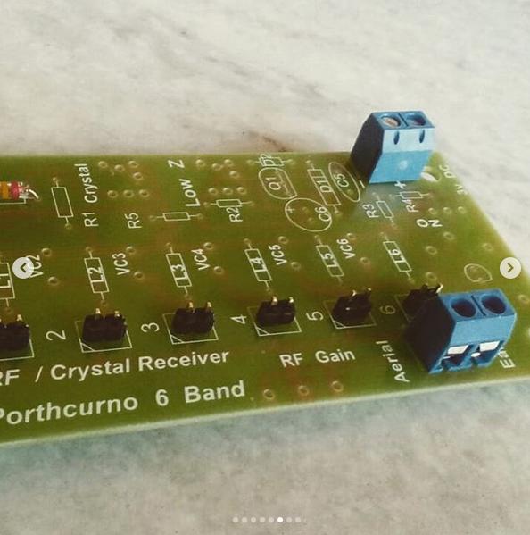 Porthcurno 6 Band Radio Processo de montagem
