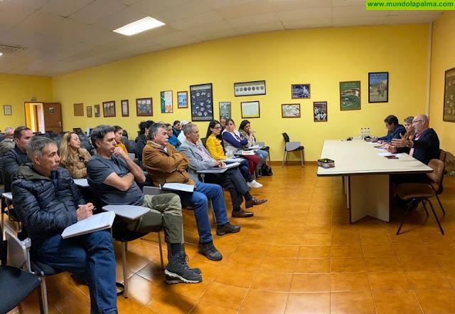 La Consejería recoge las peticiones de las organizaciones ganaderas de La Palma y expone su hoja de ruta para mejorar el sector en la isla