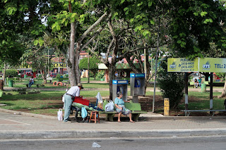 A vendor and woman on corner of Puriscal's central park