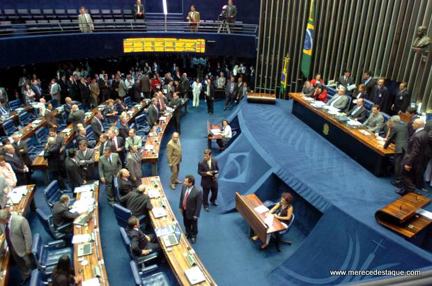 Senado aprova voto distrital misto para escolha de deputados e vereadores