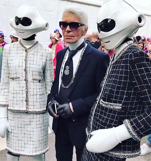 Karl Lagerfeld with his tech fashion models.