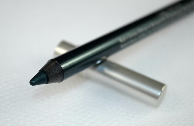 Close up image of the eyeliner pencil