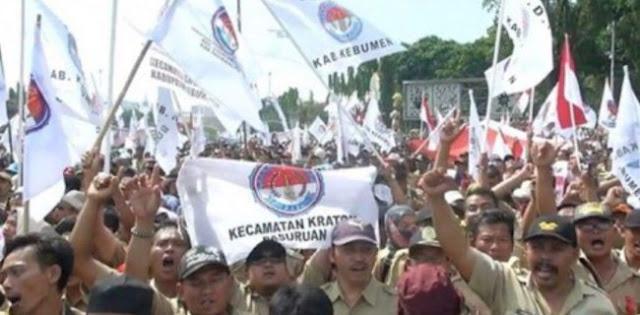 Sebaiknya Jokowi-JK Tepati Janji Perangkat Desa Jadi PNS
