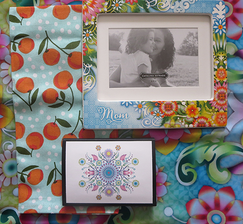 Celebrate Mother's Day with Hallmark #LoveHallmarkCA Catalina Estrada Mom Picture Frame