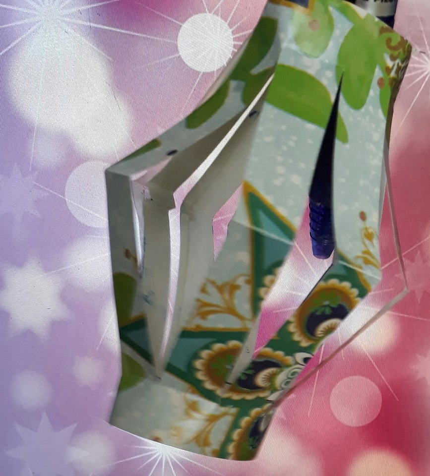 Make Tiny Paper Lanterns To Hang On The Tree