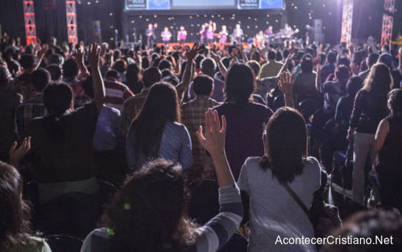 Miles de personas aceptan a Cristo en Indonesia