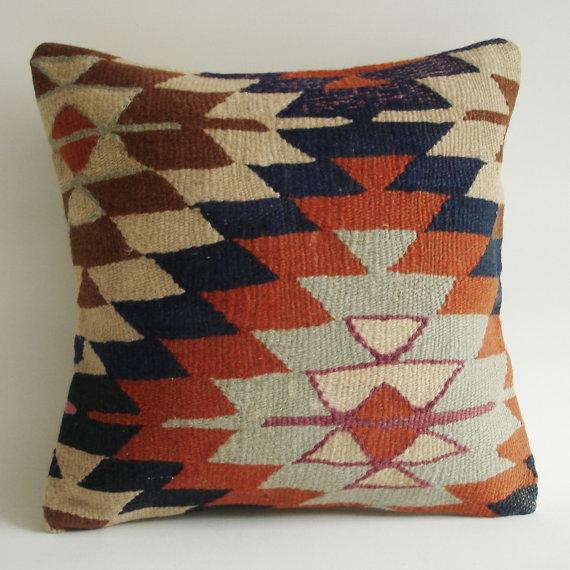 I can totally make that Wishlist Wednesday Kilim throw pillows