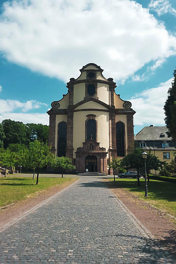 Blick auf die Kloster-Kirche, Abtei Himmerod | Arthurs Tochter kocht von Astrid Paul, der Blog für food, wine, travel & love