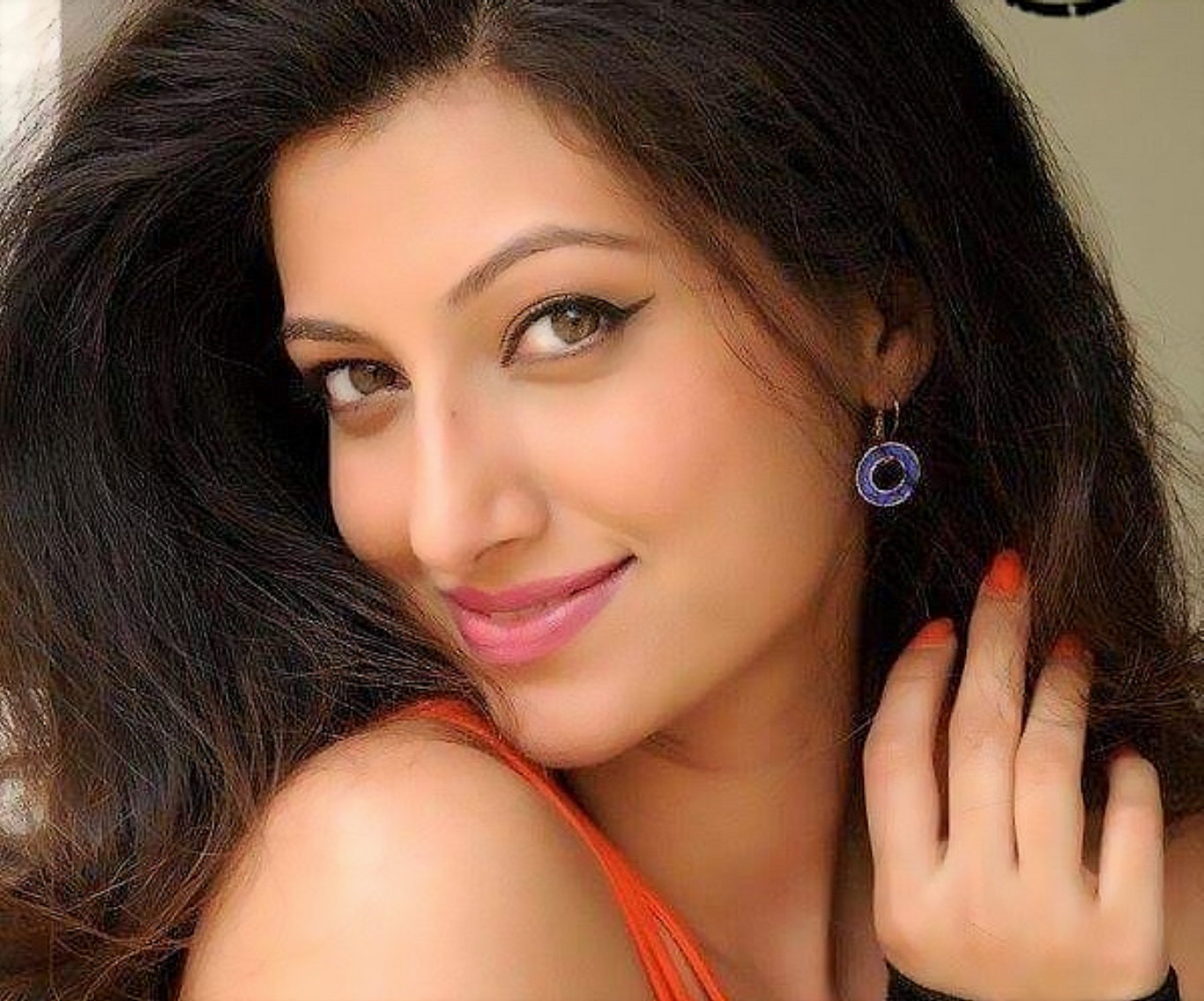 Hamsa Nandini Beautiful Hair Style Wallpaper