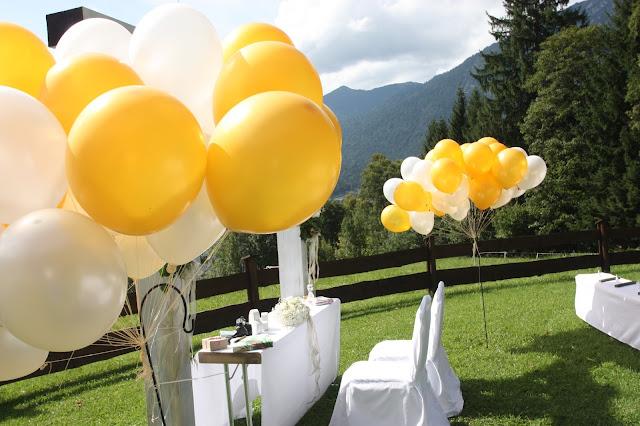 Trauung unter freiem Himmel - Gold und Weiß, goldene Sommerhochzeit im Riessersee Hotel Garmisch-Partenkirchen, gold white wedding in Garmisch, Bavaria, lake-side, summer wedding