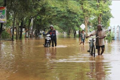 Tips Sederhana Mengatasinya Motor Mogok Ketika Melewati Daerah Banjir