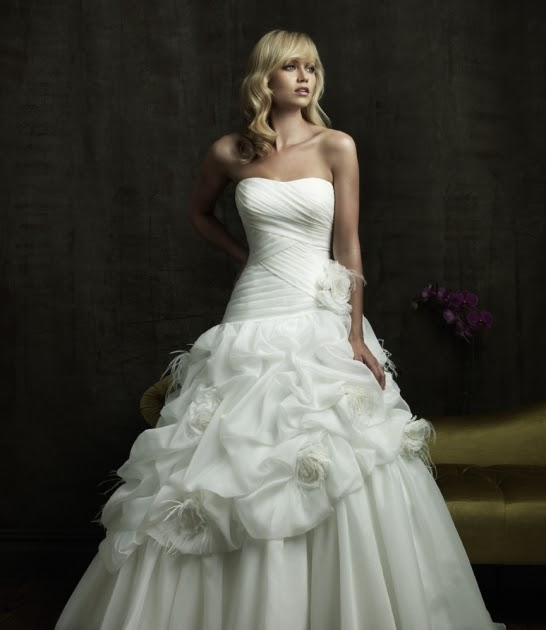 Wedding Dresses For The Mature Bride Uk: Bridal Dresses UK: Basic Necklines Of The Wedding Dresses
