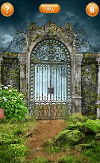 отодвигаем кусты и берем ключ от ворот