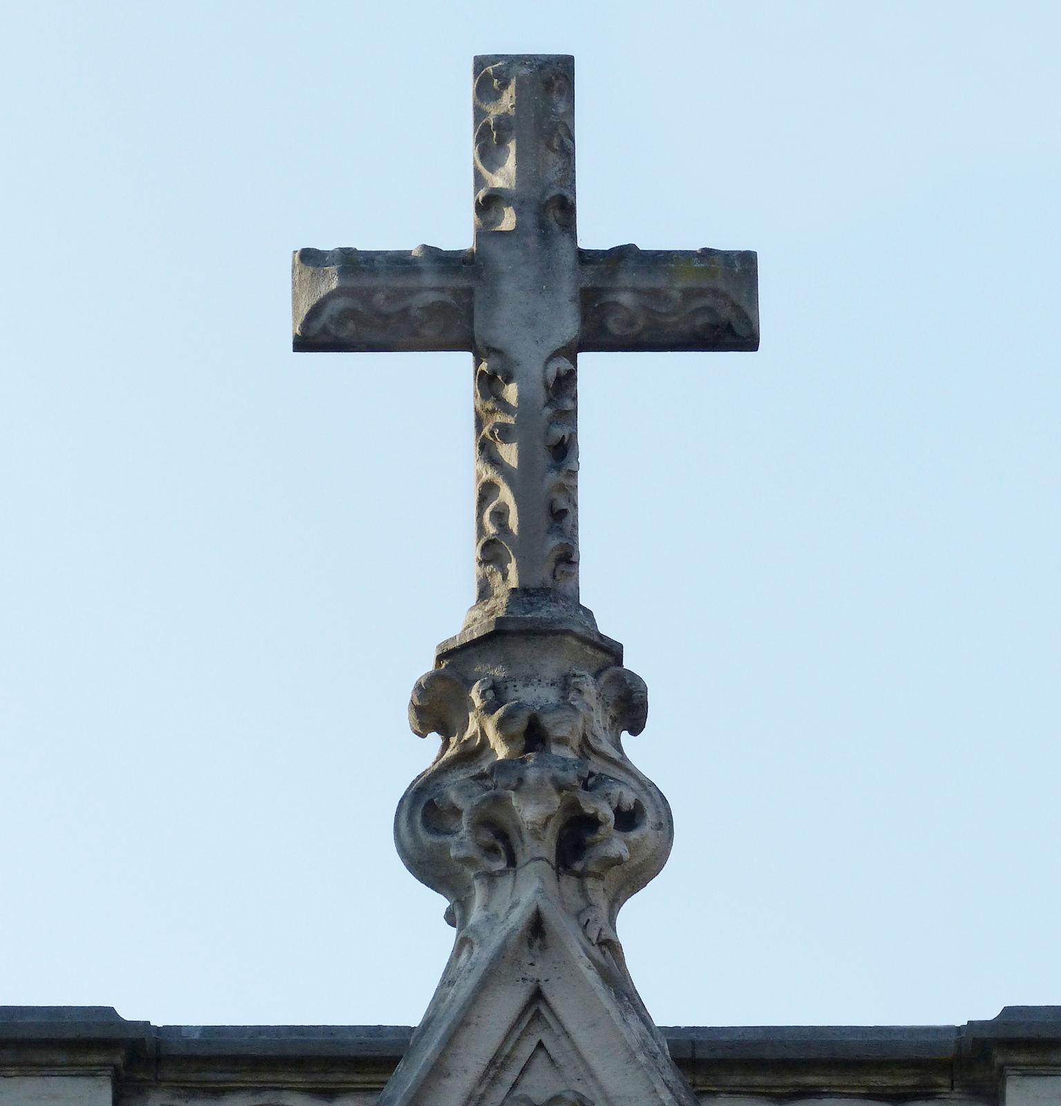 Chapelle du Voeu, Tourcoing - Croix du toit.