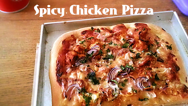 Spicy Chicken Pizza Recipe @ treatntrick.blogspot.com