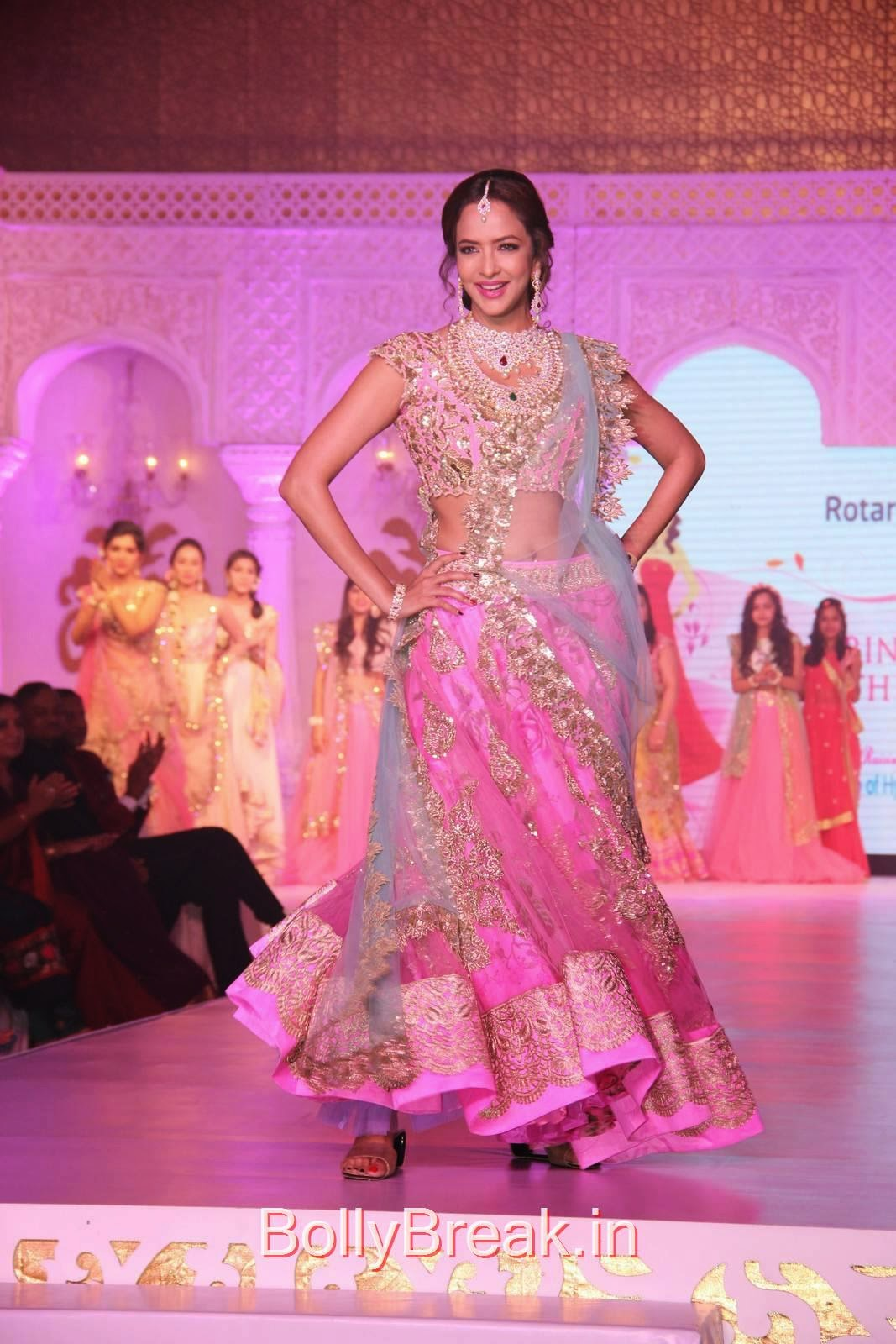 Manchu Lakshmi Photo Gallery, Manchu Lakshmi Pics in Bridal Lehenga Choli