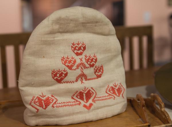 PauMau blogi aino Sibelius Järvenpää taidemuseo Jean Sibelius näyttely 2015 juhlavuosi vanhat käsityöt ristipisto punakirjonta pannunmyssy vintage