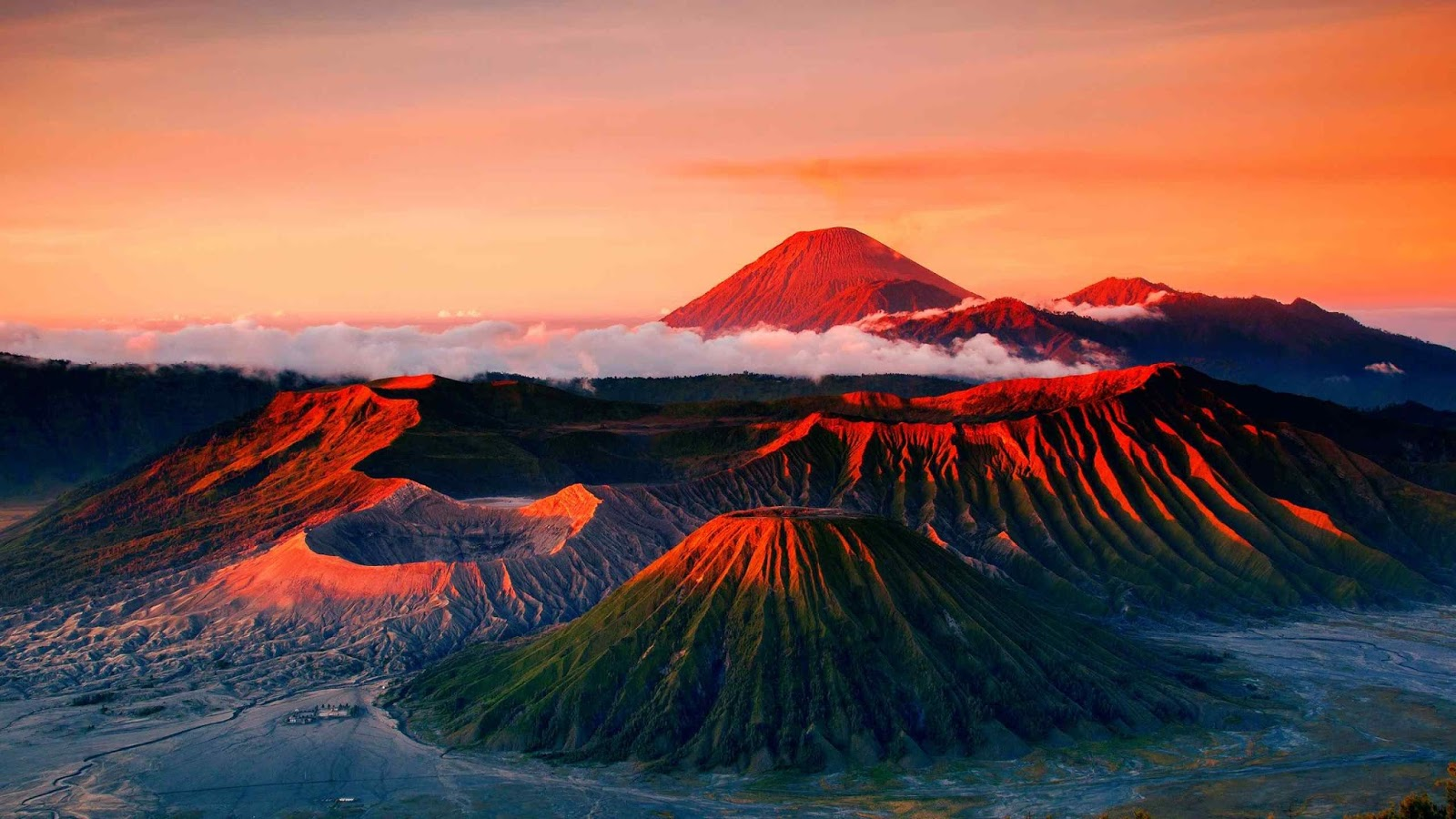 Mount Bromo, Indonesia HD Images