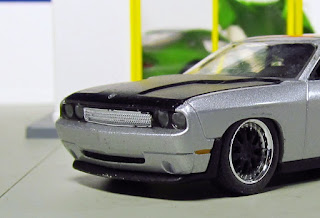 Auto World DODGE HEMI CHALLENGER WIDE BODY