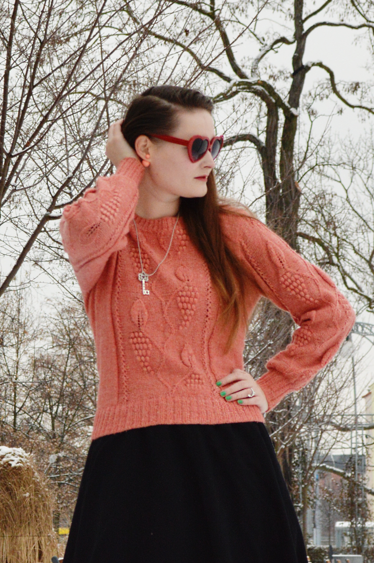 vintage diy sweater, heart shaped glasses girl, ootd personal style vintage blogger, czech blogger, european blogger, geogiana quaint, quaintrelle, dandy style blogger