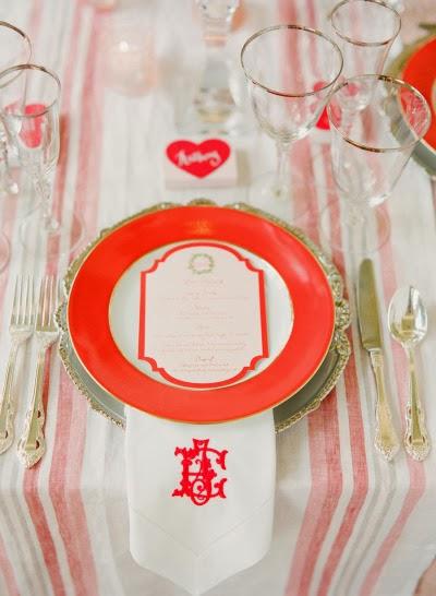mesa de boda en rojo y blanco