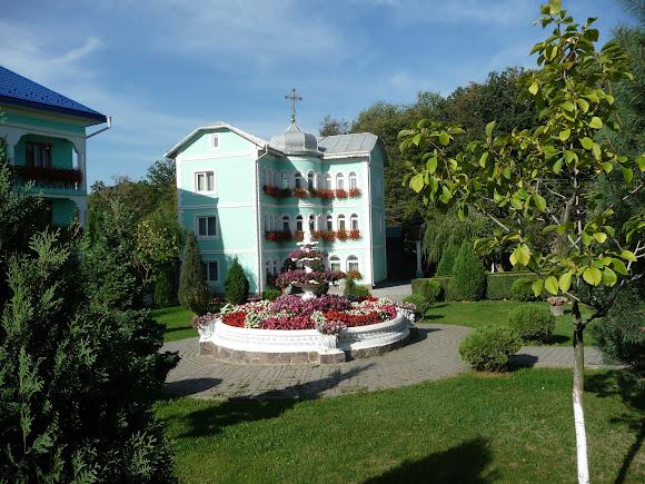 Банчени. Свято-Вознесенський монастир. Келії