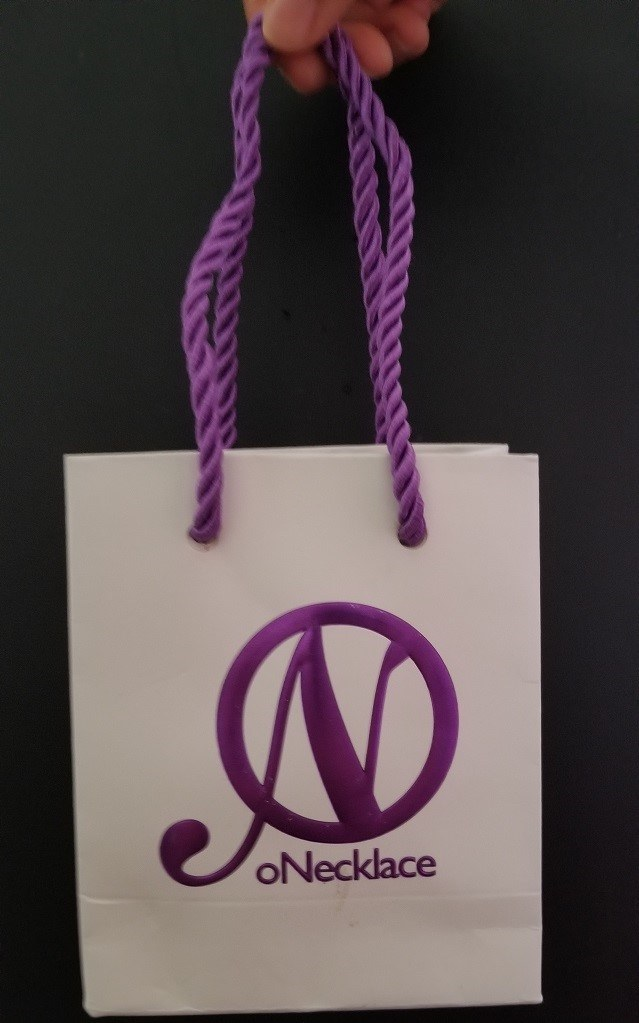 oNecklace gift bag