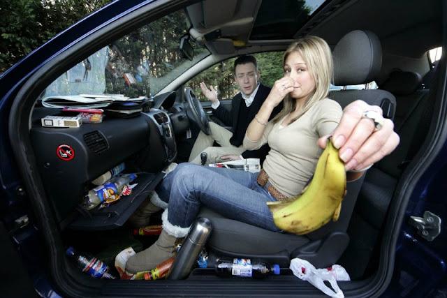 Cómo eliminar el olor a auto usado