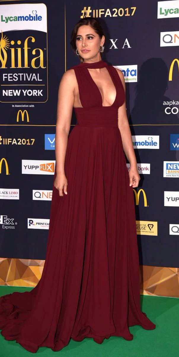 Nargis Fakhri Flaunts Her Curves at IIFA Awards 2017 Stills