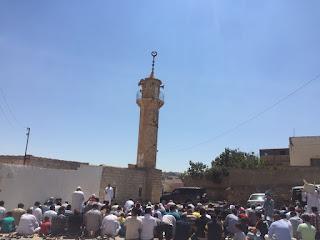 الصلاة تحت الشمس بسبب الغاء صلاة الجمعة في المسجد
